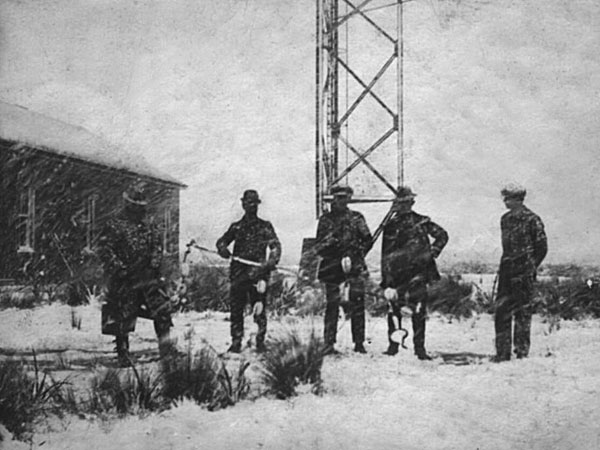 German Telefunken engineers with other workers at the Awarua wireless mast in early 1913