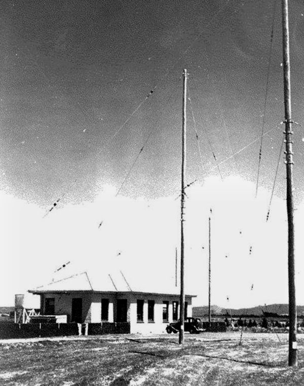 Awarua Radio receiving station, date unknown