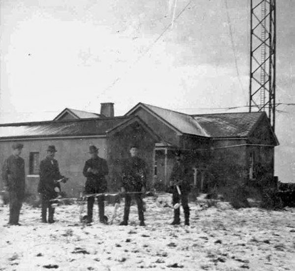Working on the aerials at Awarua Radio. Date unknown, but probably 1913