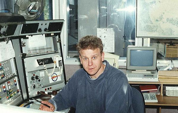 Tony Graham at the 2182 kHz console of Auckland Radio c1990
