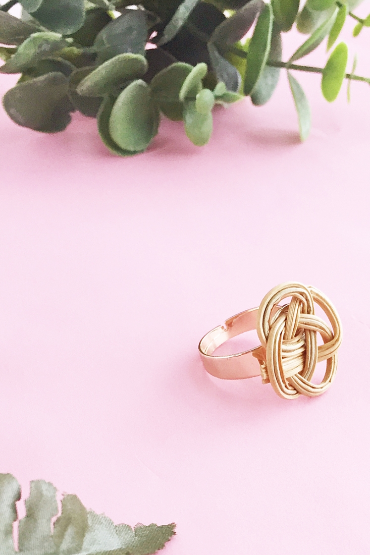DIY Jewelry - Gold Rattan Ring Tutorial on Maritza Lisa: Make your own modern jewelery with rattan in this 5 minute tutorial. Click through for the how-to!
