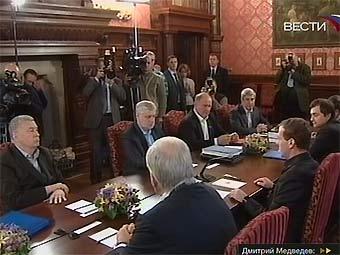 """Встреча Дмитрия Медведева с лидерами парламентских партий. Кадр телеканала """"Вести"""""""