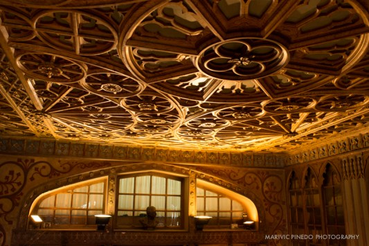 Gorgeous ceiling.