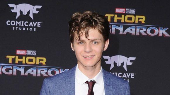 Ty Simpkins dalam press conference Thor: Ragnarok yang muncul dalam akhir Avengers: Endgame