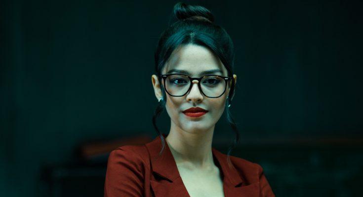 Vania yang diperankan Susan Sameh dalam film Bucin