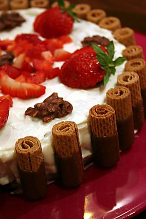 Cikolatali_cilekli_pasta
