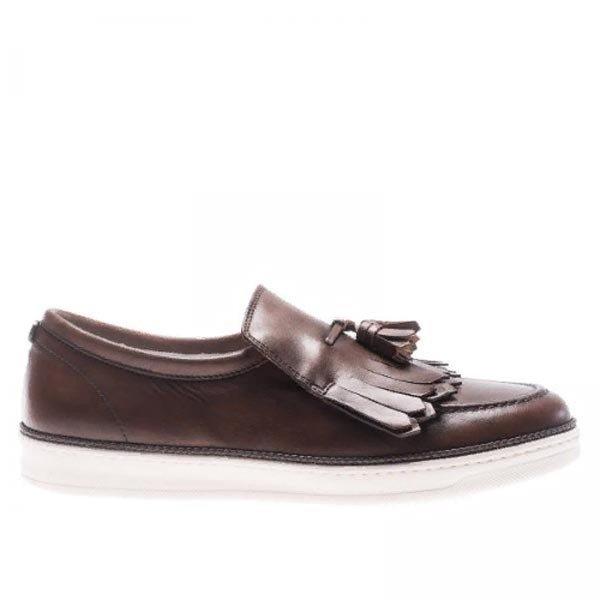 fb013e976480 Už viac ako 100 rokov spoločnosť úspešne vyrába vysoko kvalitnú obuv.  Osobitnú pozornosť si zaslúži obľúbená značka. Ťažkosti