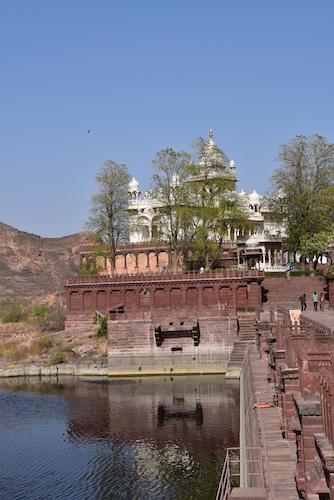 lake next to Jaswant Thada – Jodhpur – Rajasthani – India – traveling in India