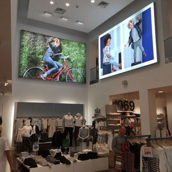 seg-printed-backlit-fabric-signage-at-gap-store_notmbphoto