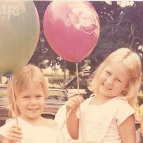 teaira-and-taraina-with-balloons