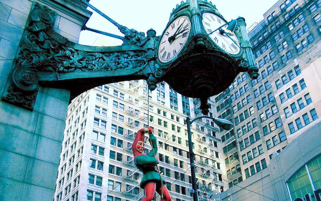 Marshall Field's Great Clock, Christmas elf