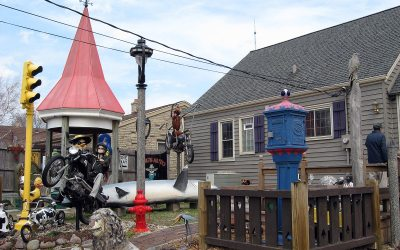 Milwaukee Harp Light, motorcycles: Cudahy backyard