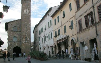 Piazza del Popolo and town hall, Montalcino, Italy