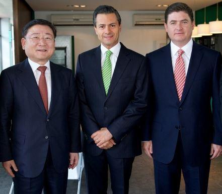 Mexican and Kia representatives