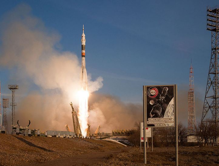 Soyuz rocket taking Major Peake to ISS