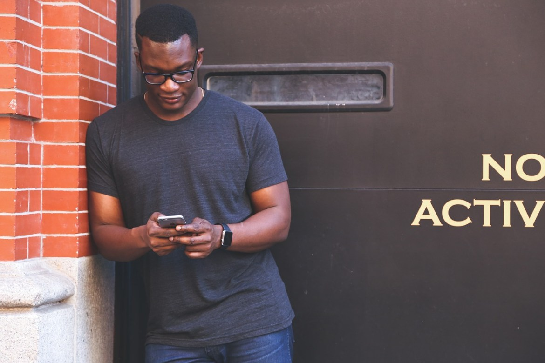 search traffic - man using smartphone pixabay 1868730