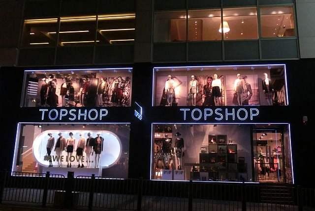 640px-HK_Central_Queen's_Road_shop_window_night_Topshop_Oct-2013