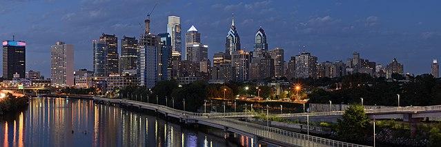 640px-Philadelphia_from_South_Street_Bridge_July_2016_panorama_3b