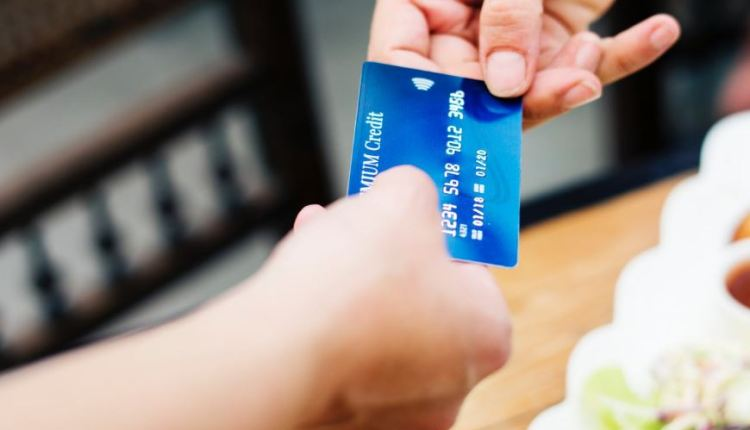 Credit cards or charge cards article – thumbnail