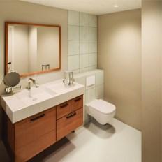 Bathroom with UVC