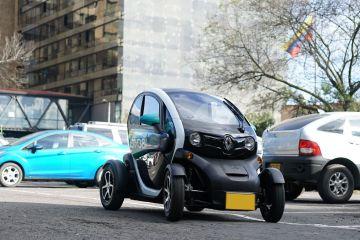 Con Emobi olvídate de los taxis y renta carro eléctrico en Bogotá