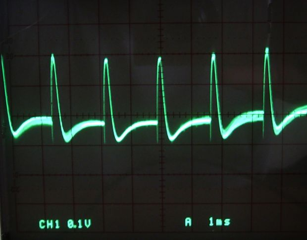 Oscillator by Cqdx via Wikimedia CC.