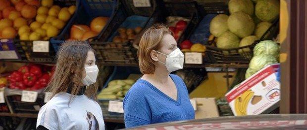 coronavirus - people wearing masks