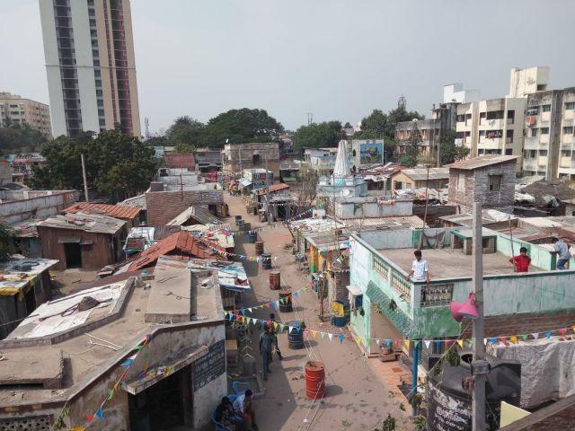Slum Set' visit for 'Velaikkaran'