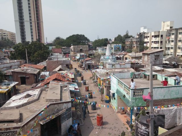 Slum Set' visit for 'Velaikkaran'