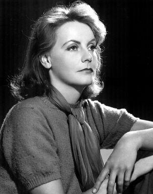 Greta Garbo (1905-1990). Tres nominaciones ( le otorgaron uno honorífico al que no acudió a recogerlo). Fue una de las actrices más misteriosas y deseadas de los años veinte y treinta. Se habla de que tuvo mucha suerte al aparecer cuando la fotografía revoluciono Hollywood, frente a los que aseguran que incluso un plano inexpresivo de la Garbo te cautiva para toda la vida.