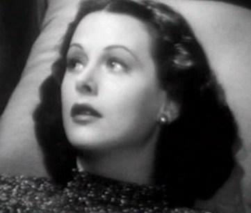 Hedy Lamarr (1913-1993). Ninguna nominación. Todos la recordaremos por su desnudo en Éxtasis, de Gustav Machaty, allá en los años posteriores a la gran depresión. De una belleza casi perfecta, rozando la elegancia, no llegó a convertirse en ese tipo de actrices que cómo Ava Gardner (que tampoco tiene Oscar) te llevan a la desesperación.