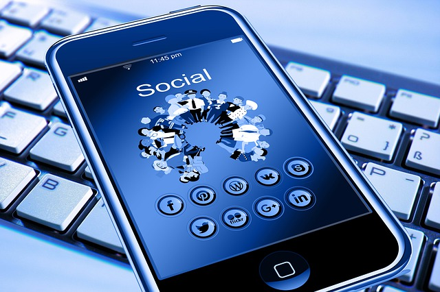 ea35b60a2ff5073ed1584d05fb1d4390e277e2c818b4134990f3c17fa5ee 640 - Want To Try A Different Advertising Platform? Use Social Media Marketing!