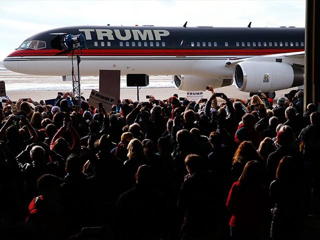Trump-Plane-Iowa-2-AP-640x480