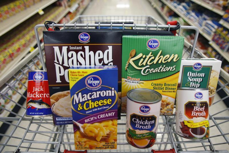 A variety of Kroger branded foods are arranged on a shopping cart at a King Soopers grocery store in Broomfield, Colorado June 26, 2007. REUTERS/Rick Wilking