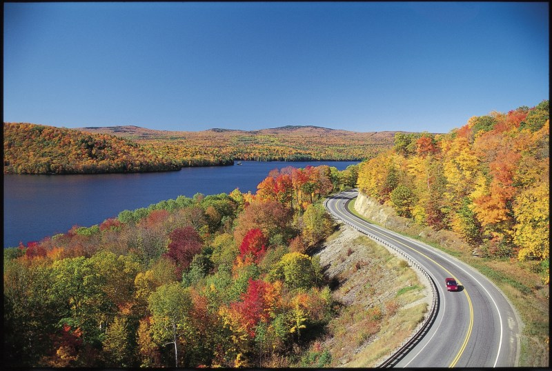 scenic-byway-in-fall