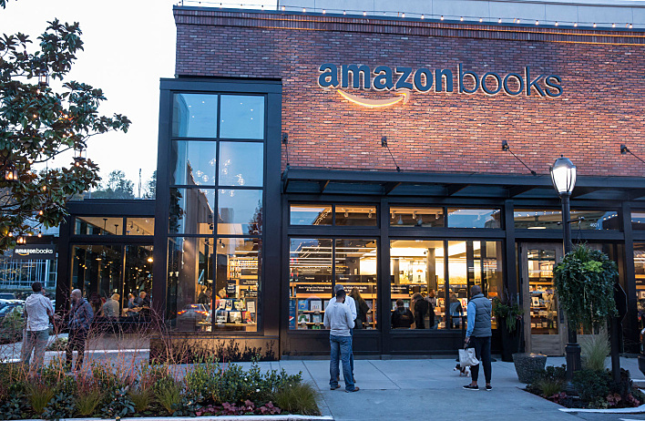 20151109_amazon-opens-first-brickandmortar-bookstore-in-seattle_91