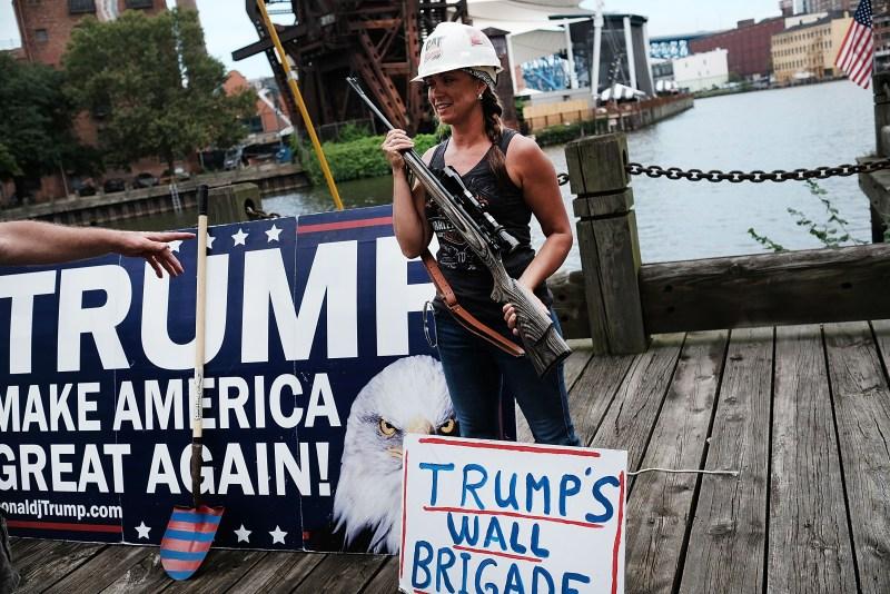 160718-trump-supporters-guns-08