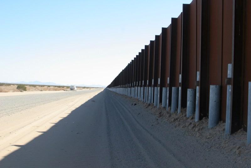 31-border-fence-full-1