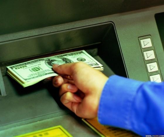 Amerikaanse banken stoppen extra geld in pinautomaten