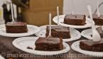 Schokoladenkuchen mit Aprikosenkonfitüre gefüllt