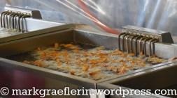 ...hier werden die Merlan-Filets frittiert