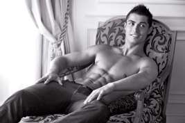 Cristiano chilling at Mr Armani's place. (But tensing his abs.)