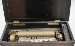 """Mark Twain's Music Box"" & Cosmopolitan Twain"