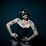 Burlesque Dessous mit Maske Model Elke Little Crazyinkedgirl Tattoomodel