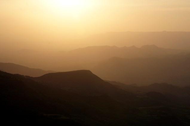Sonnenuntergang über dem Garda-Tal in Midda.