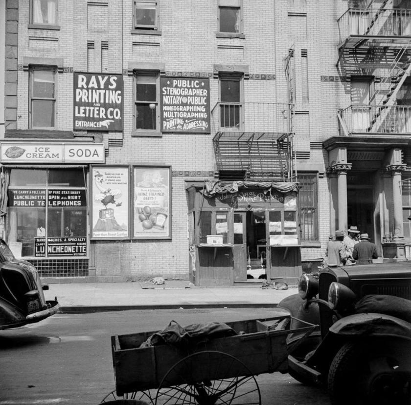 Gordon Parks: Harlem 1943