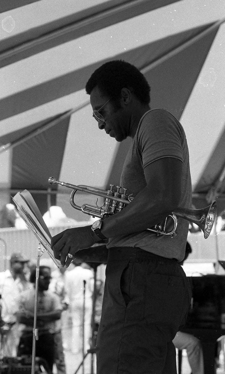 Oscar Brashear as member of Billy Higgins & Friends (Jeffrey Littleton, bass; William Henderson, piano; Azar Lawrence, tenor) ---- July 15, 1984 -- 8th Annual Watts Towers Jazz Festival -- photo by Mark Weber ---- Oscar was in Harold Land's quintet before and after Blue Mitchell (one of my all-time favorite albums is Harold's XOCIA'S DANCE with Oscar Brashear) -- he came out of Chicago (b. 1944), joined Woody Herman, then Basie, eventually relocating to Los Angeles in 1970 where he became top-call session jazz trumpeter with 249 sessions listed in the Tom Lord Discography for Los Angeles alone (many others elsewhere), recording with Kenny Burrell, Gerald Wilson, Joe Henderson, Moacir Santos, Henry Franklin, Nat Adderley, Eddie Harris, Zoot, Cannonball, Tom Waits, Hampton Hawes, and on & on