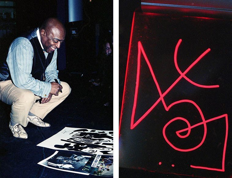 Roy Haynes looking at one of Scott Virtue's paintings that was done during concert ---- November 16, 1997 South Broadway Cultural Center, Albuquerque -- photo by Mark Weber