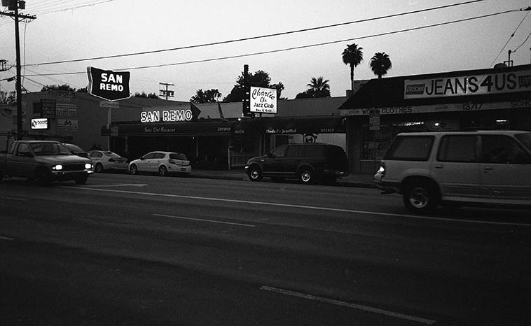 Charlie O's in the Valley: 13725 Victory Blvd, Van Nuys, California ---- What a great jazz club, although, it closed a couple years ago and it's era didn't overlap the years I lived in the L.A. area, the times I did stop by when in town were fantastic ---- This night I was there to hear Lanny Morgan with a quartet -- April 10, 2o10 -- photo by Mark Weber