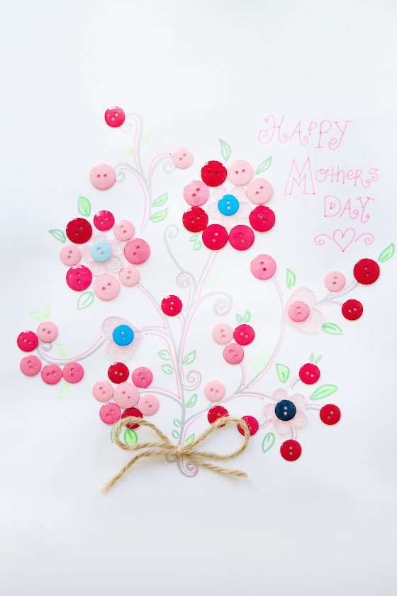 Button Art for MOM, a super cute DIY craft for Mother's Day! MarlaMeridith.com ( @marlameridith )